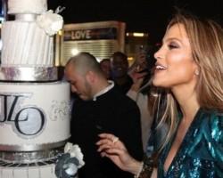 На забавата и нема крај: Џенифер Лопез повторно го прослави роденденот со познат фудбалер